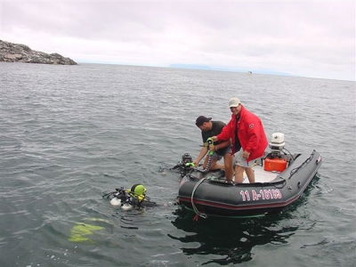 Expedition Divemasters Harry Dort and Terry Dwyer assist in picking up two divers after a long decompression dive.
